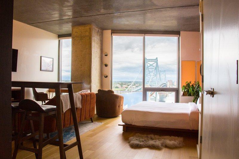 Spacious studio penthouse with gorgeous views!