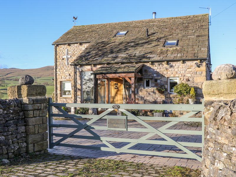 FLATT HOUSE BARN, hot tub, games room, Malham, alquiler vacacional en Hetton