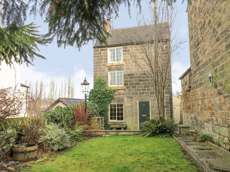 BLACKING MILL COTTAGE, pet-friendly, WiFi, in Belper, holiday rental in Holbrook