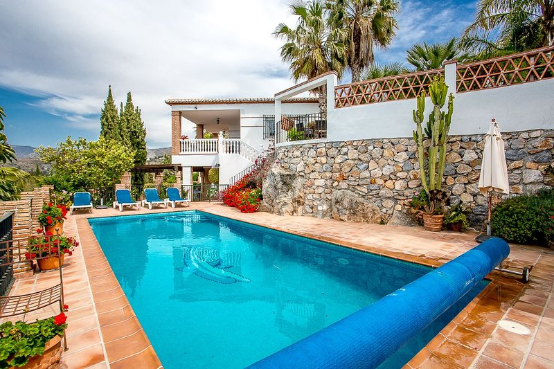 5 Bedroom Villa with Heated Pool in La Herradura, alquiler de vacaciones en La Herradura