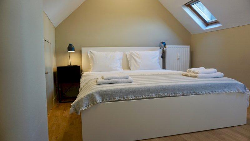 BR Unit 9 Charleroi · Charming Loft Apt. near Avenue Louise, location de vacances à Ixelles