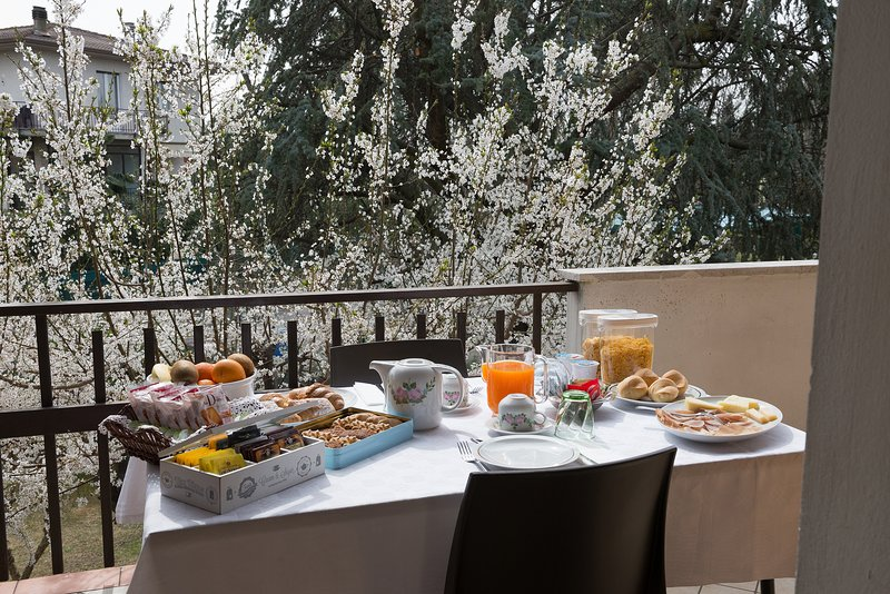 Breakfast on the terrace, sweet and savory according to your tastes.