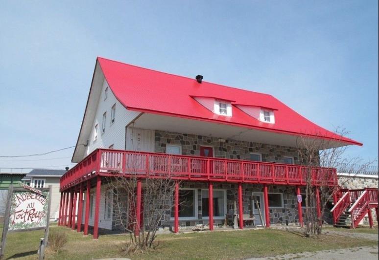 Red Roof Inn Standard Double Room, holiday rental in Bas-Saint-Laurent