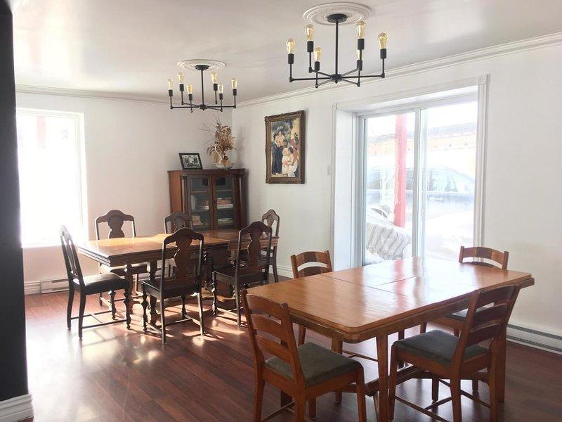 Red Roof Inn Triple Room, holiday rental in Bas-Saint-Laurent