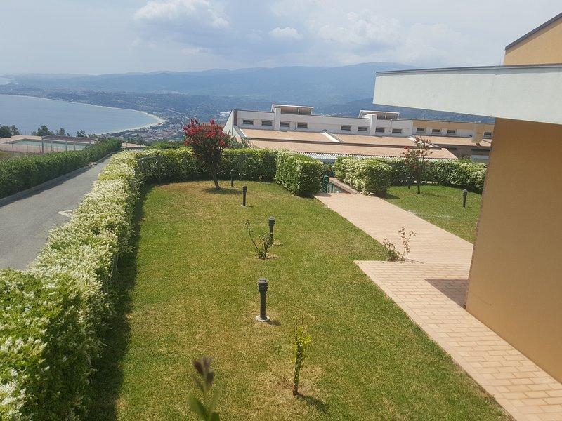 Casa Michele , villetta a Staletti, vicino le spiagge Pietragrande e Caminia, vacation rental in Catanzaro Lido