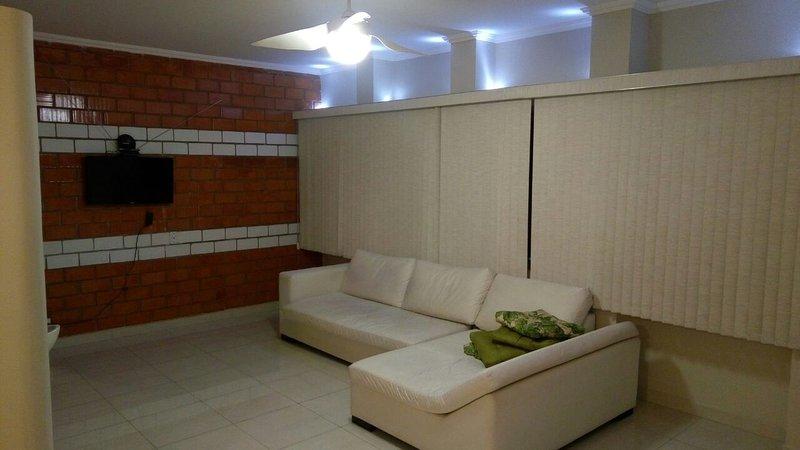 Apartamento Duplex Guarujá, Enseada a 350 metros da Praia, location de vacances à Guaruja
