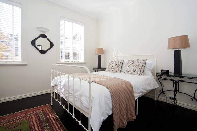 Beautifully decorated McMahons Point 1 Bed MPT67A, vacation rental in St Peters