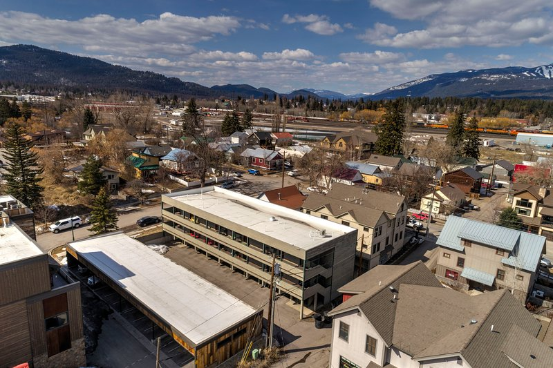 Downtown Whitefish condo with all new furniture , bedding