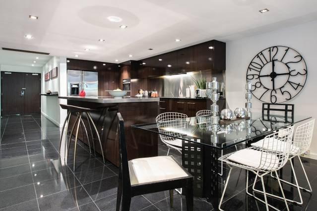 Sleek 2 Bed Designer Abode PPT50, holiday rental in Double Bay