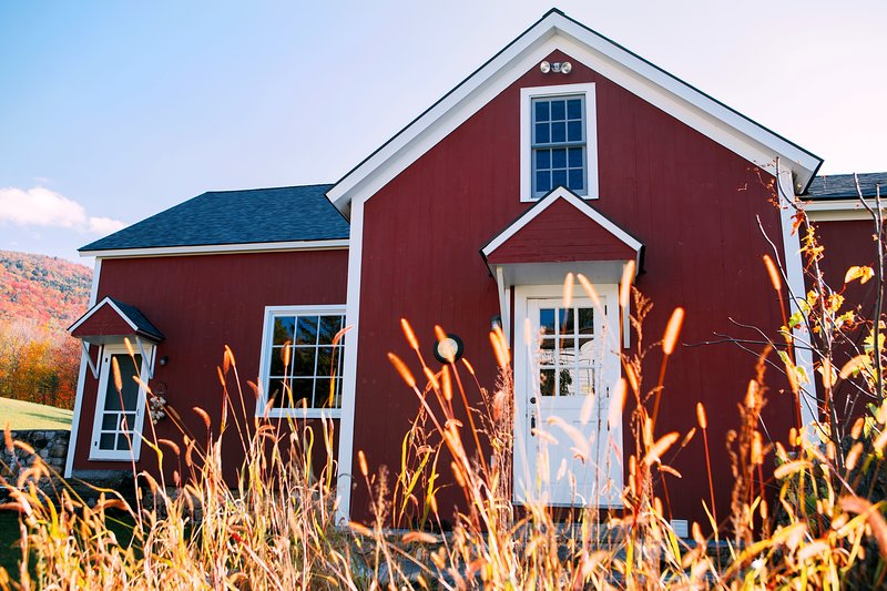 Boorn Brook Farm - Historic Renovated 1820's Barn - Skiing, Shopping, Relaxing, holiday rental in Arlington