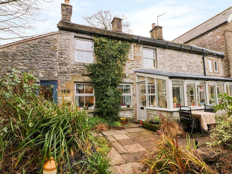 IVY COTTAGE, WiFi, Woodburner, Snug room, Buxton, holiday rental in Quarnford