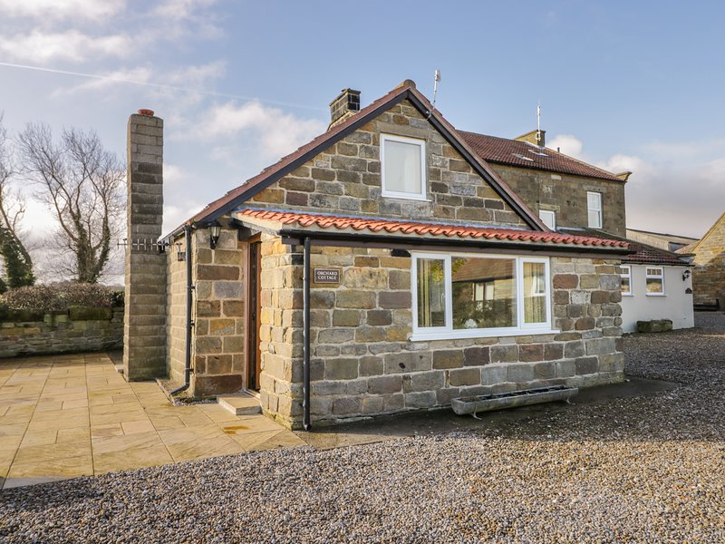 ORCHARD COTTAGE, WiFi, in Robin Hood's Bay, holiday rental in Robin Hood's Bay