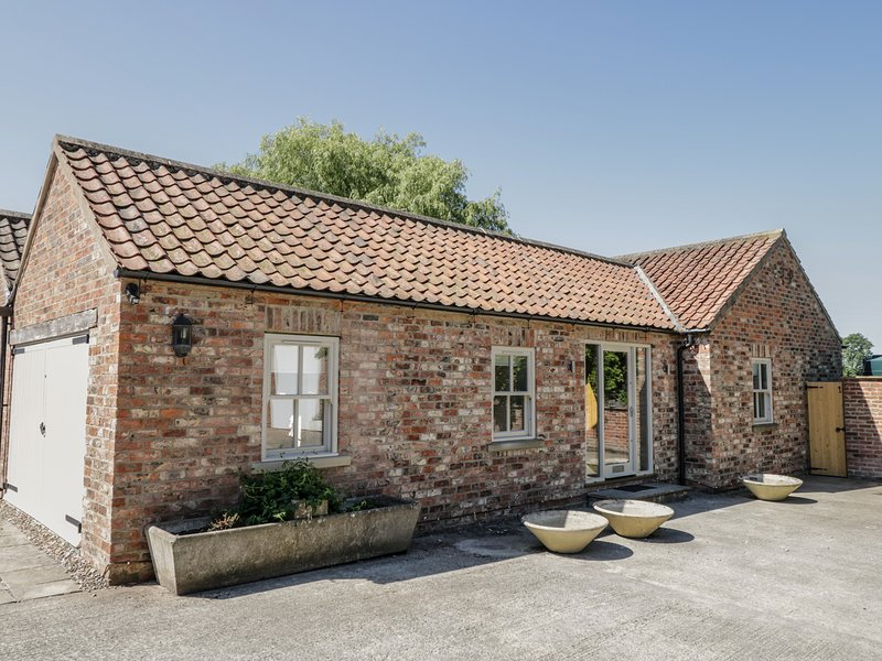 PROVIDENCE COTTAGE, Dog Friendly, WiFi, Easingwold, vacation rental in Tollerton