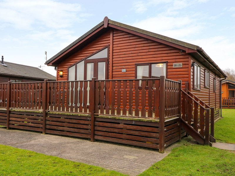 THE CEDARS, Electric fire, WiFi, Open-plan living, Warton, holiday rental in Caton