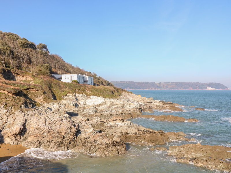 2, THE OLD SIGNAL HOUSE, spectacular panoramic sea views, holiday rental in Rame