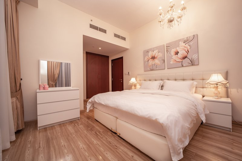 Comfortable & Stylish apartment conveniently located just a few steps from the Dubai Metro, JLT
