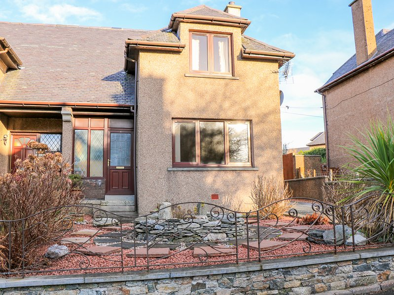LEVERHULME, central location, off-road parking, in Stornoway, holiday rental in Bayble