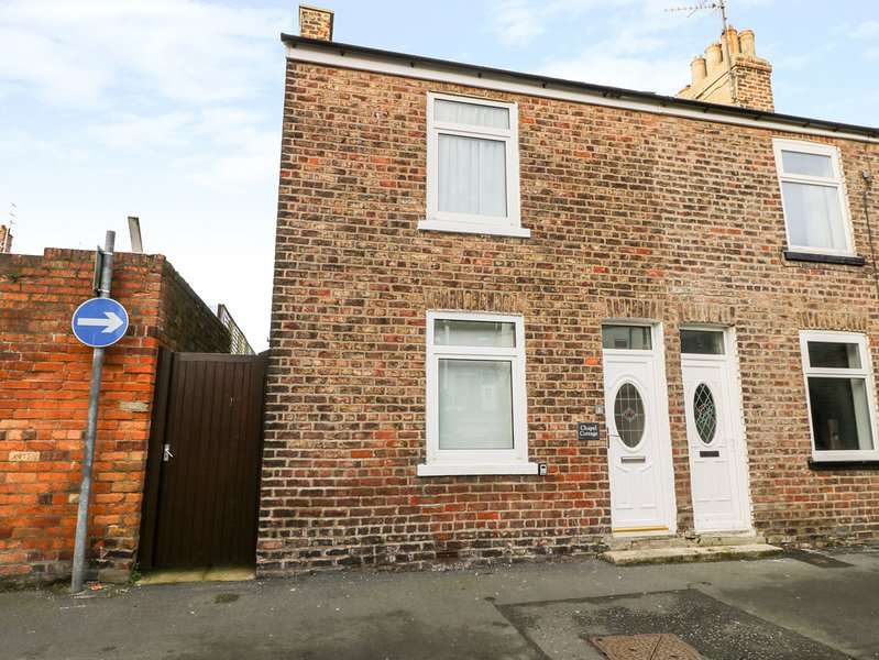 CHAPEL COTTAGE, Off-road parking, Electric fire, WiFi, Filey, vacation rental in Filey