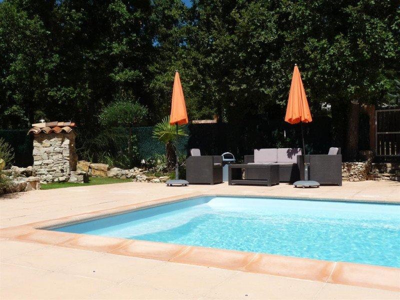 Amazing villa with swimming-pool, location de vacances à Puget-Ville