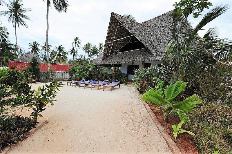 Noah front sea villa Kiwengwa Zanzibar, location de vacances à Zanzibar