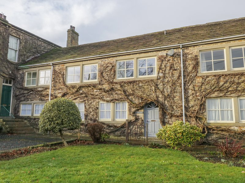 GRANGE HOUSE, WiFi, Off-road parking, En-suite, Carleton-in-Craven, holiday rental in Elslack
