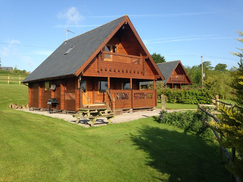 Riverside Lodge at Whistley Farm Holiday Accommodation & Fishing Lakes, vacation rental in Wincanton