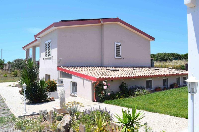 Mi casa es tu casa 104 MUSIC ROOM, vacation rental in Portoscuso