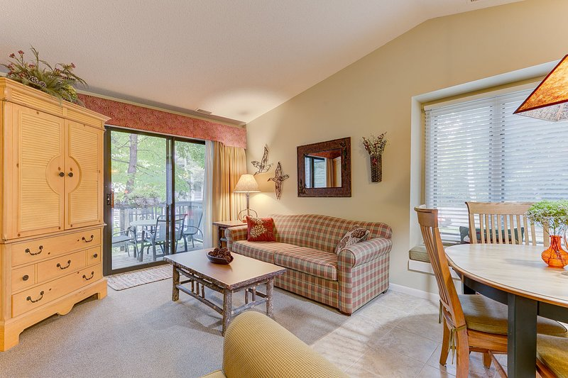 Queen sleeper-sofa, smart-tv, Wi-Fi and cable included!