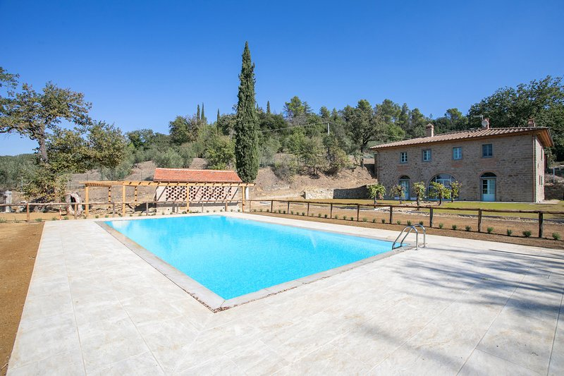 Family Villa with Private pool and stunning views, holiday rental in Castiglion Fiorentino