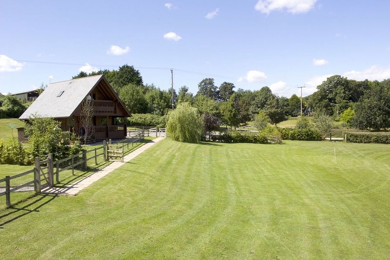 Willow Lodge at Whistley Farm Holiday Accommodation & Fishing Lakes, vacation rental in Wincanton
