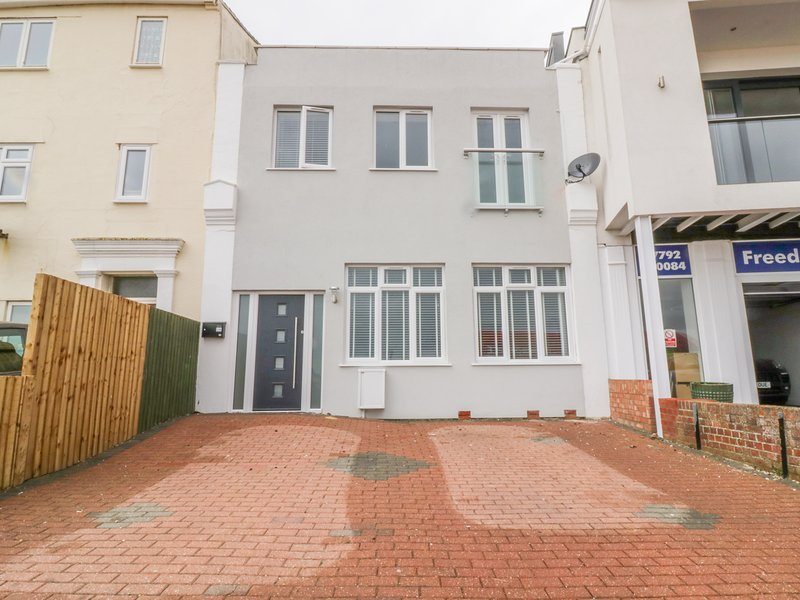 38 THE PARADE, open-plan, coastal location, in Walton-on-the-Naze, vacation rental in Frinton-On-Sea