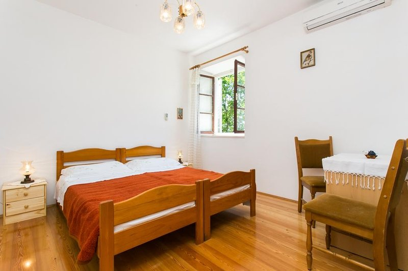 Guest House Simunovic - Double Room No1, vacation rental in Sipan