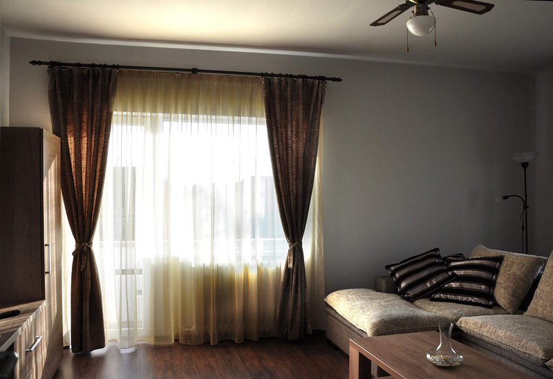 Jasmin Home - Deluxe apartment, your home away from home, holiday rental in Breb