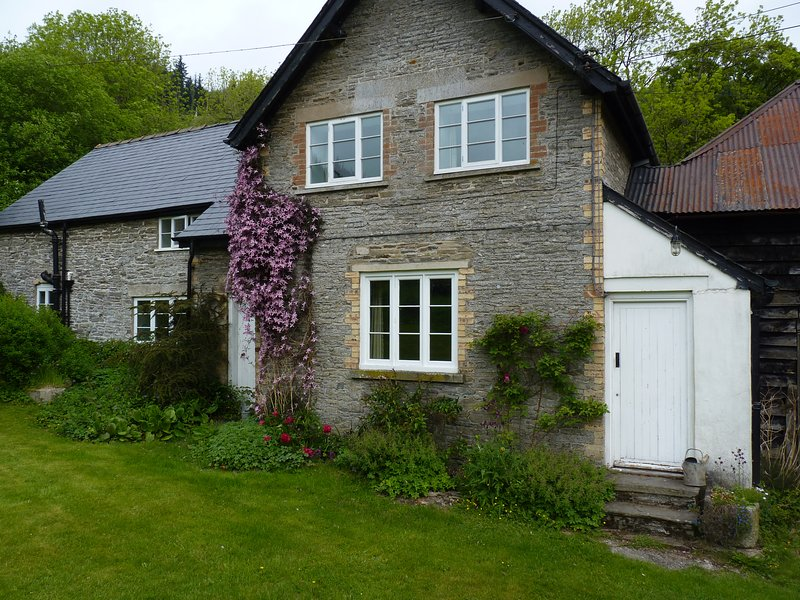 The Lodge Cottage - Cwmygerwyn, vacation rental in Kinnerton