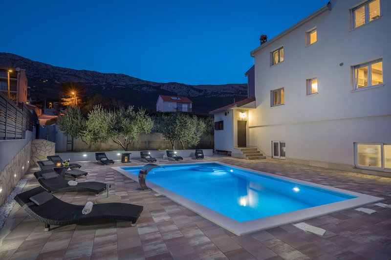 Villa Navigare with Swimming Pool, vacation rental in Kastela