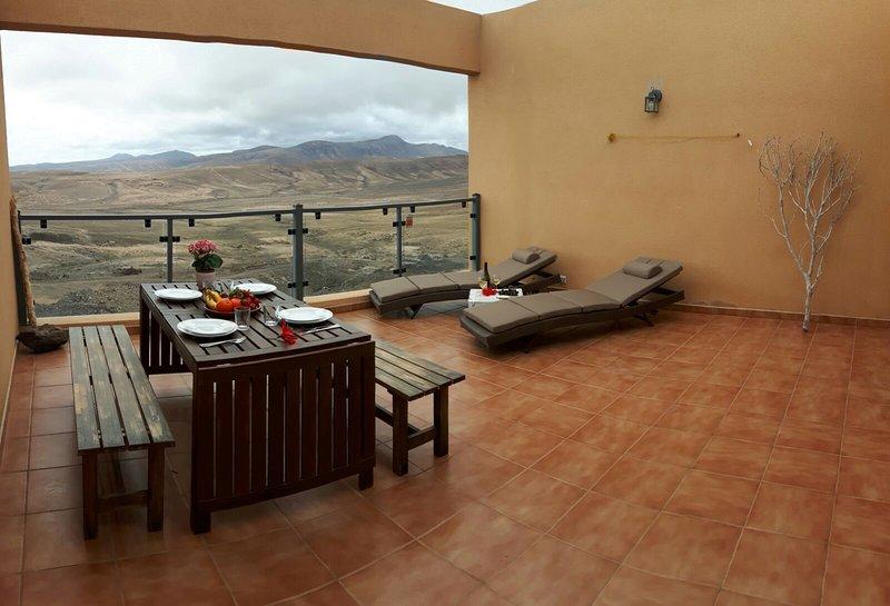 villa vista oceano con tre camere da letto, location de vacances à Triquivijate