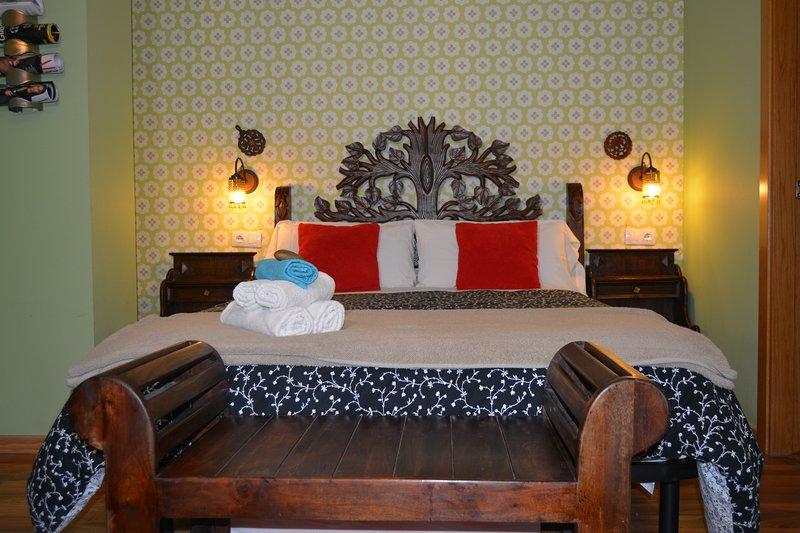 HOTEL LA ABADIA, Verdeña CASTILLAZUELO SOMONTANO, holiday rental in Salillas