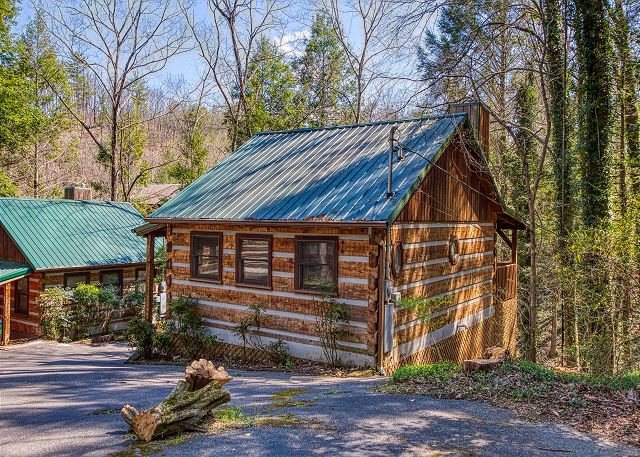 Genuine Tennessee Log Home