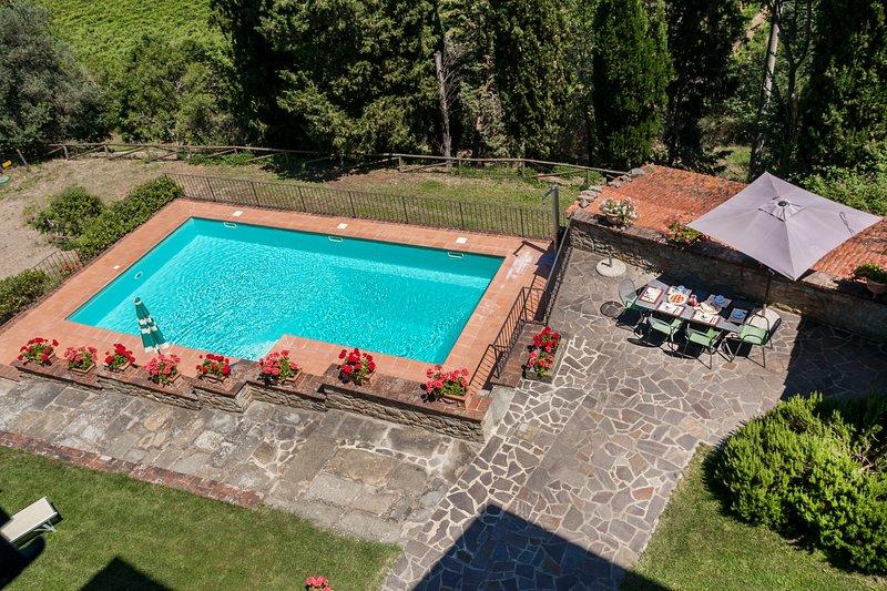 Nightingale Tuscan Villa, Large Comfortable Family Villa and Private Pool, holiday rental in La Strada-Santa Cristina