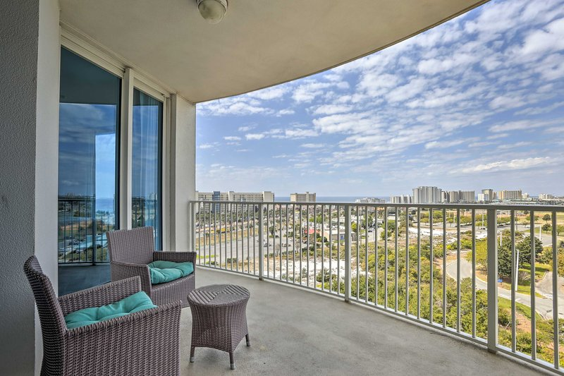 Enjoy afternoon cocktails on the balcony with your crew of 6!