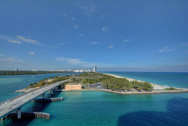 One Bal Harbour located at 10295 Collins Ave. Studio - Sleeps 4, holiday rental in Bay Harbor Islands