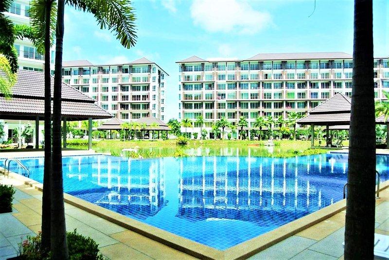 Bang Saray - lake & pool views, holiday rental in Sattahip