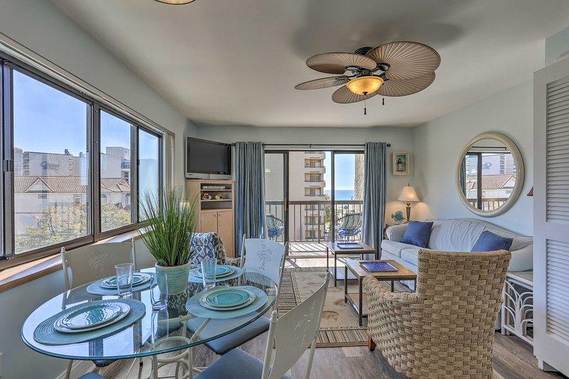 This 1-bedroom, 1.5-bathroom condo for 6 guarantees great views!