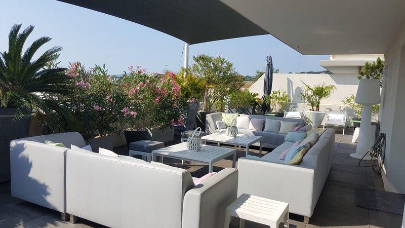 Aircon'ed Appartement  73m2 Terrasse Toit 135m2, location de vacances à Sainte-Maxime