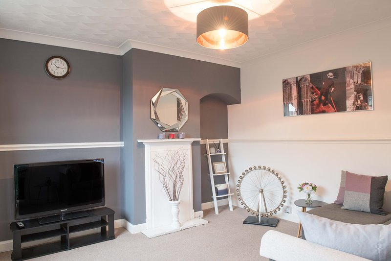 STUNNING 3 Bed Town House, Cambridge City Ctr, sleeps up to 9, Parking & Garden, holiday rental in Fulbourn