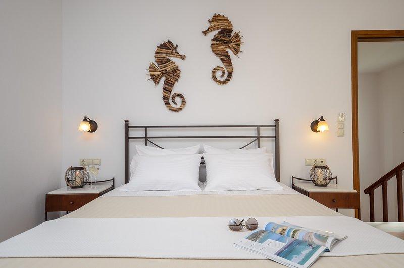 GLARONISSI BEACH (2-Bedroom Apartment), holiday rental in Plaka