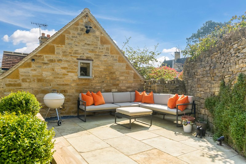 Luxuriously fully renovated Cottage in pretty village of Blockley, Cotswolds, holiday rental in Paxford