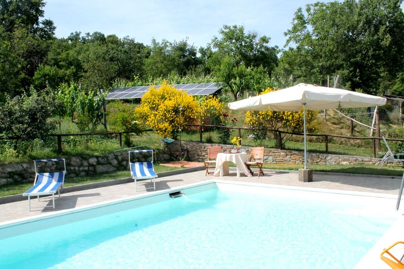 Polvano Villa Sleeps 6 with Pool - 5490564, vacation rental in Pieve di Chio