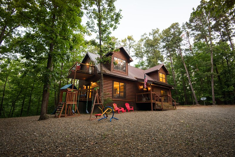 Bear Creek Lodge minutes from Lake!, holiday rental in Broken Bow