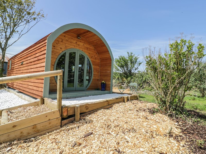THE LAMB SHACK, studio accommodation, dog-friendly, Saint Teath, holiday rental in Treveighan